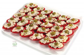 Тарталетки с салатом из сыра и помидоров