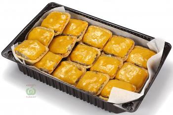 Тарталетка с суфле из курицы и ветчины под сыром чеддар