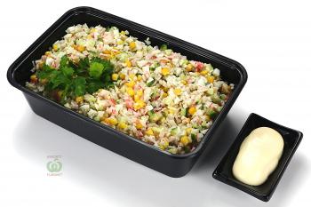 Салат из крабового мяса с салатом,огурцом и кукурузой