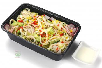 """Салат """"Фитнес"""" из кальмаров и овощей с йогуртовой заправкой"""