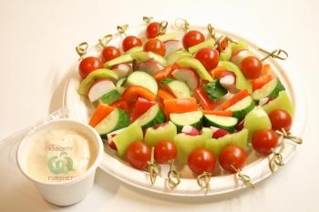 Ассорти овощей на шпажках с постным майонезом