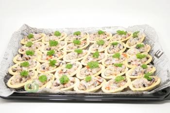 Тарталетки с салатом из говядины,баклажан и томатов