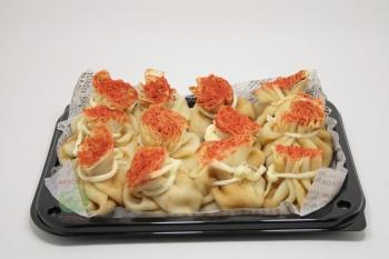 Мешочек блинный с грибным жульеном с листьями салата