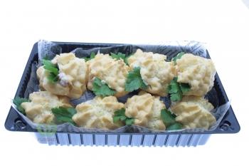 Профитроли с салатом из курицы,орехов,сельдерея и ананаса